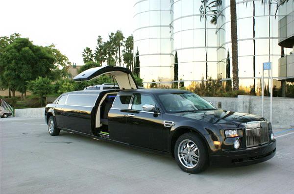 Лимузин на прокат Chrysler 300C Rolls-Royse Phantom черный аренда Киев